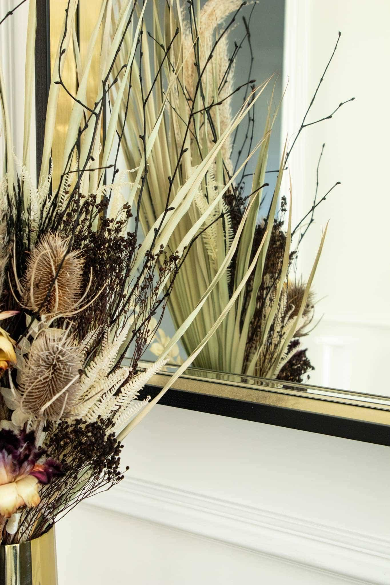 Detailed view of the dried flowers of the bouquet