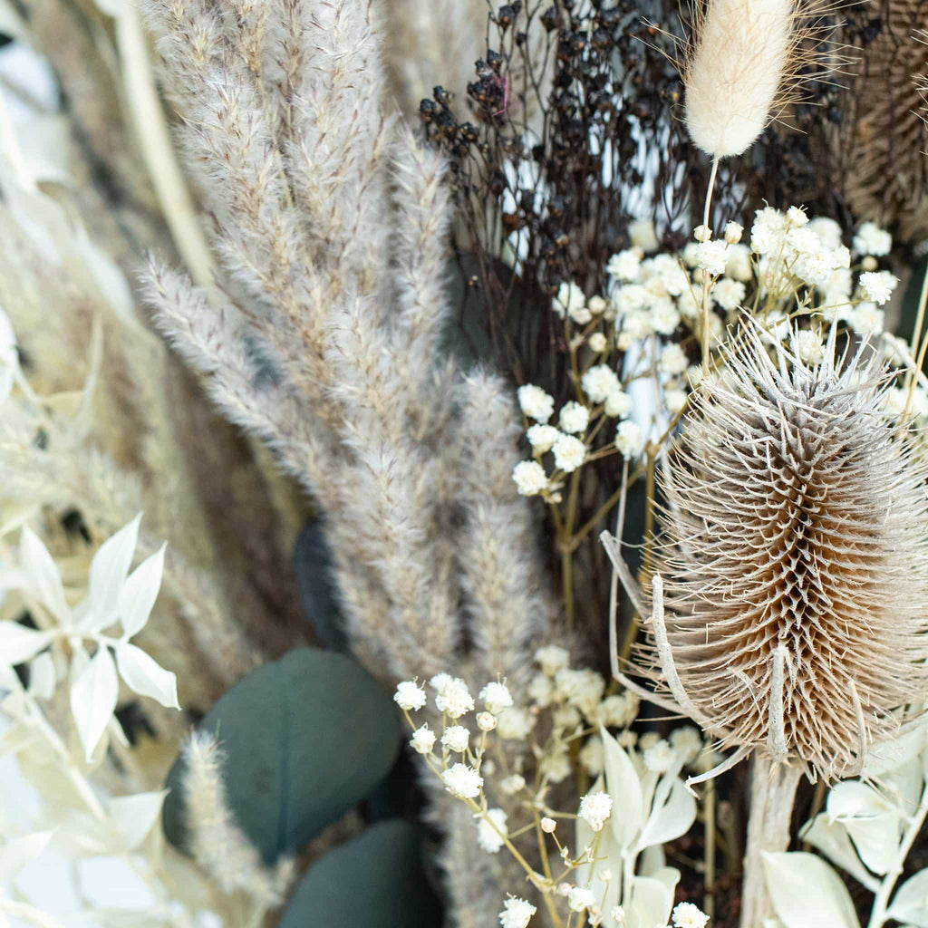 Detailed view of these preserved flowers of our autumn rustic meadow collection.