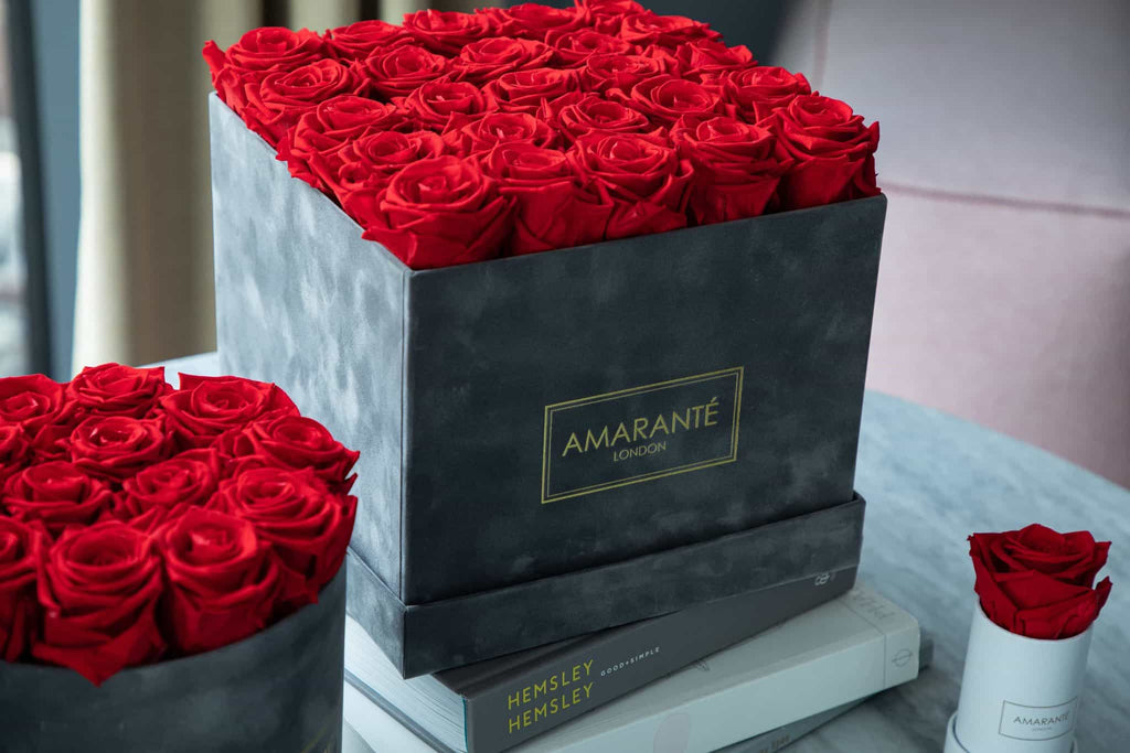 Amaranté Preserved Roses in a Hatbox, large luxury gray suede