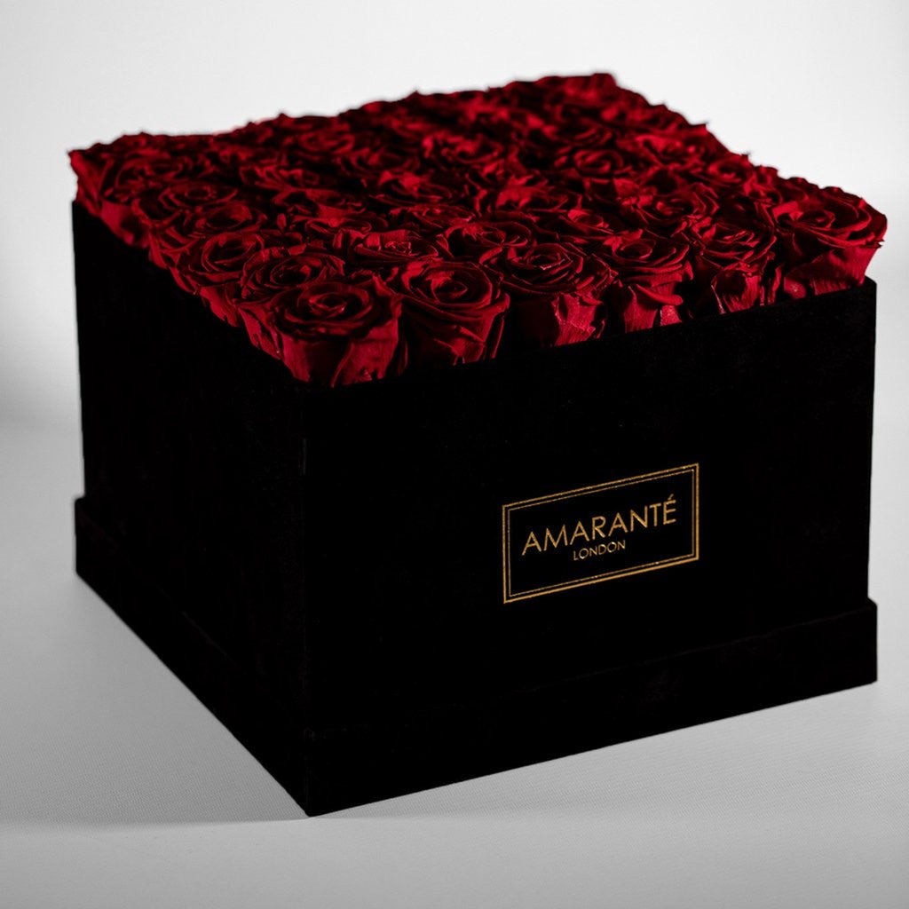 Eternal roses in a hatbox (red roses in large hatbox)