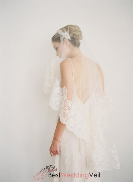 Traditional Scallop Lace Bridal Veil Fingertip Length Wedding