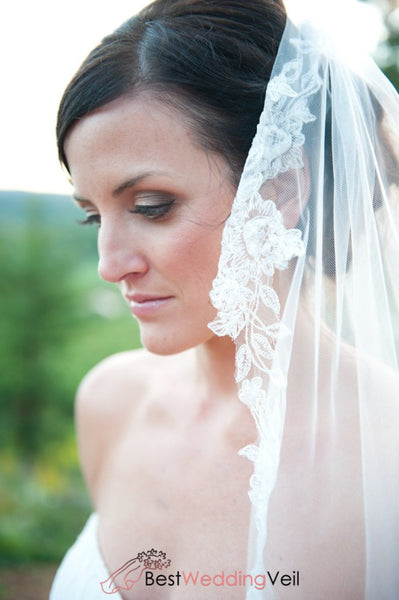 Applique Lace Edged Fingertip Wedding Veils With Comb Veil