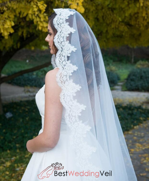 Beautiful Applique Trim White Wedding Veil With Mantilla Lace
