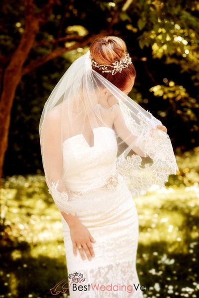 One Tier Bridal Veil Elbow Length Chantilly Lace Edged Wedding