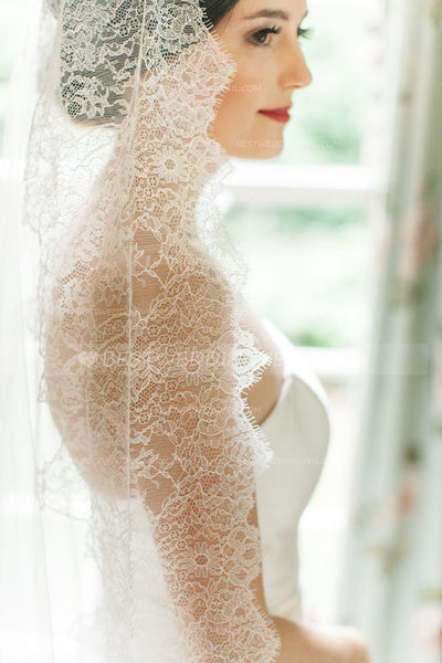 beautiful-lace-edged-long-bridal-veils-cathedral-length