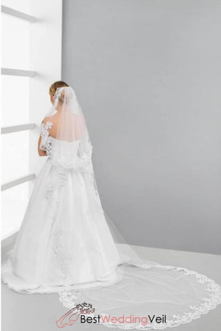 cathedral-length-two-tier-tulle-wedding-veil-with-comb-lace-applique-edge