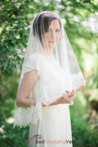 chantilly-lace-drop-style-veil-wedding-with-applique-trim