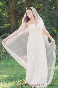 chantilly-lace-edge-chapel-length-ivory-wedding-veil
