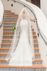chapel-length-soft-tulle-wedding-veil-with-partial-appliqued-edge