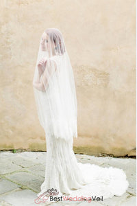 circle-wedding-veil-ivory-wide-delicate-lace-edge