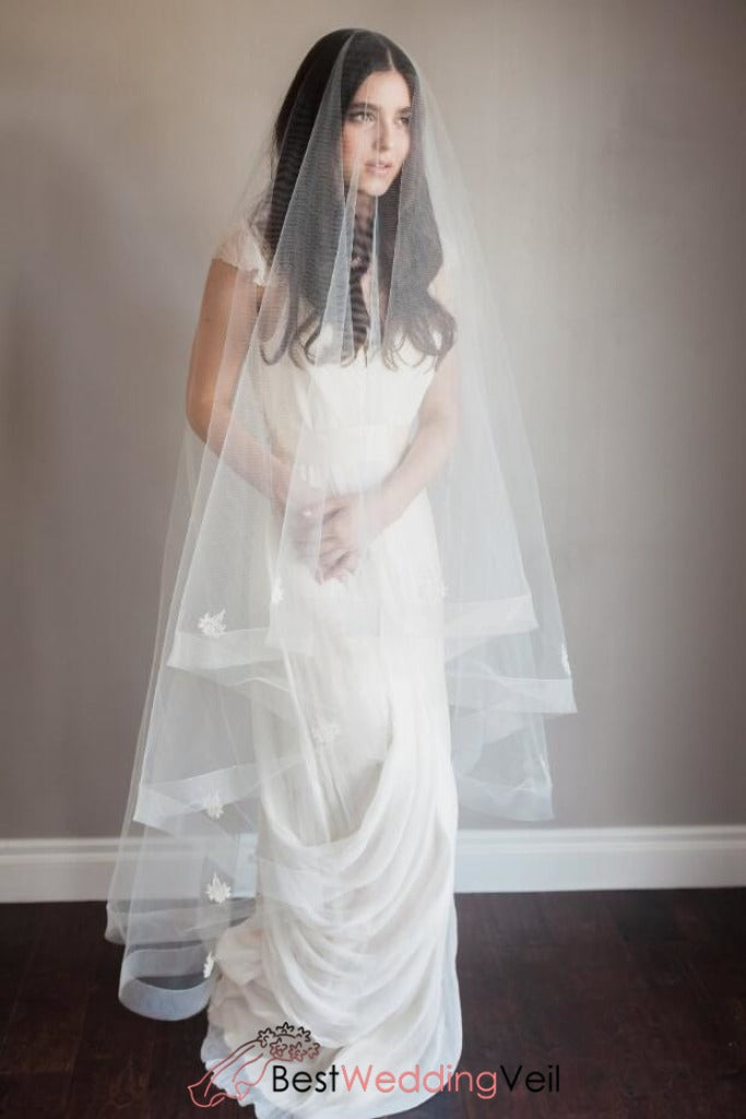 classic-look-long-wedding-veil-lace-detail-netting-edge