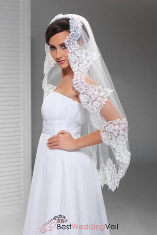 classic-single-tier-fingertip-bride-veil-lace-applique-edge