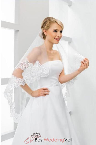 double-layers-tulle-fingertip-length-wedding-veils-appliqued-edge