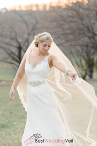 elegant-partial-lace-trimmed-long-ivory-wedding-veils