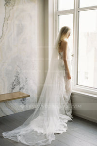 elegant-tulle-ivory-wedding-veil-cathedral-length