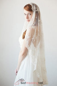 embroidery-full-lace-wedding-veil-mantilla