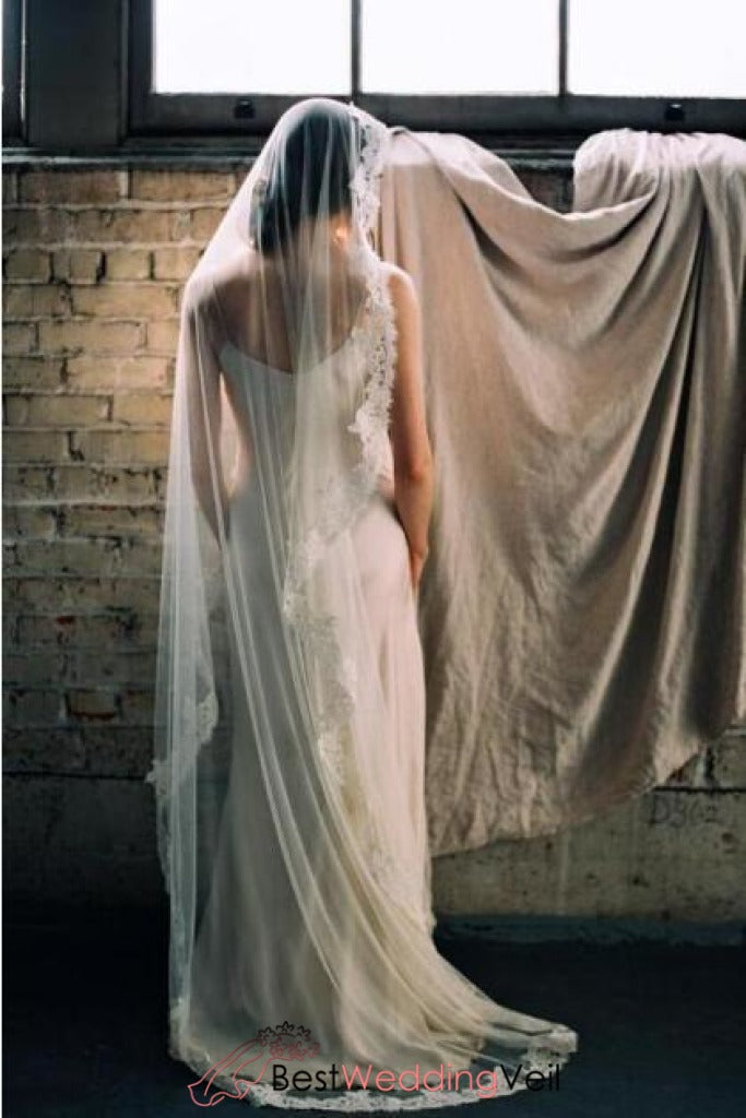 floor-length-french-lace-mantilla-style-veil-wedding
