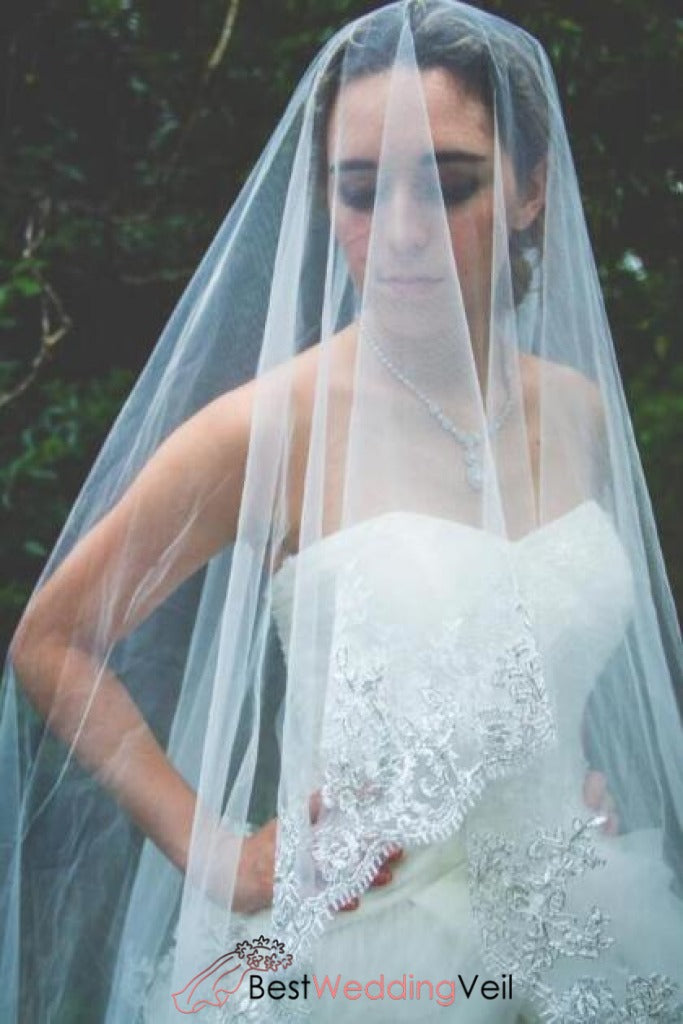 gold-lace-edge-white-bridal-veil-custom-made-accesories