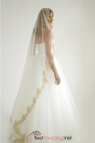 golden-lace-mantilla-veil-floor-length-veil