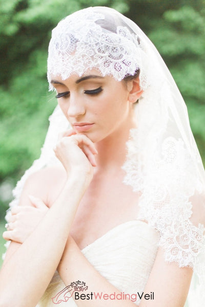 Chantilly Lace Trim Knee Length Wedding Veil