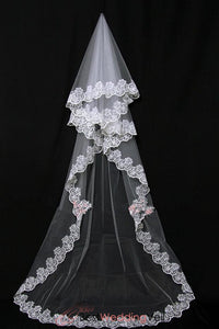 inexpensive-russian-lace-wedding-veil-cathedral-length