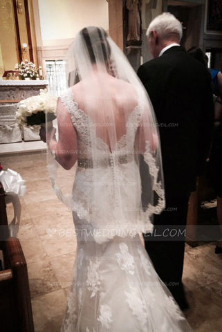 ivory-wedding-veil-short-with-lace-mid-length-veils
