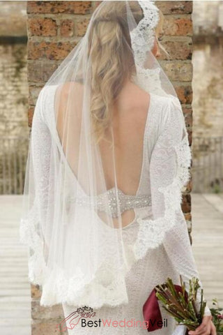 lace-edge-one-tier-fingertip-length-bridal-veil