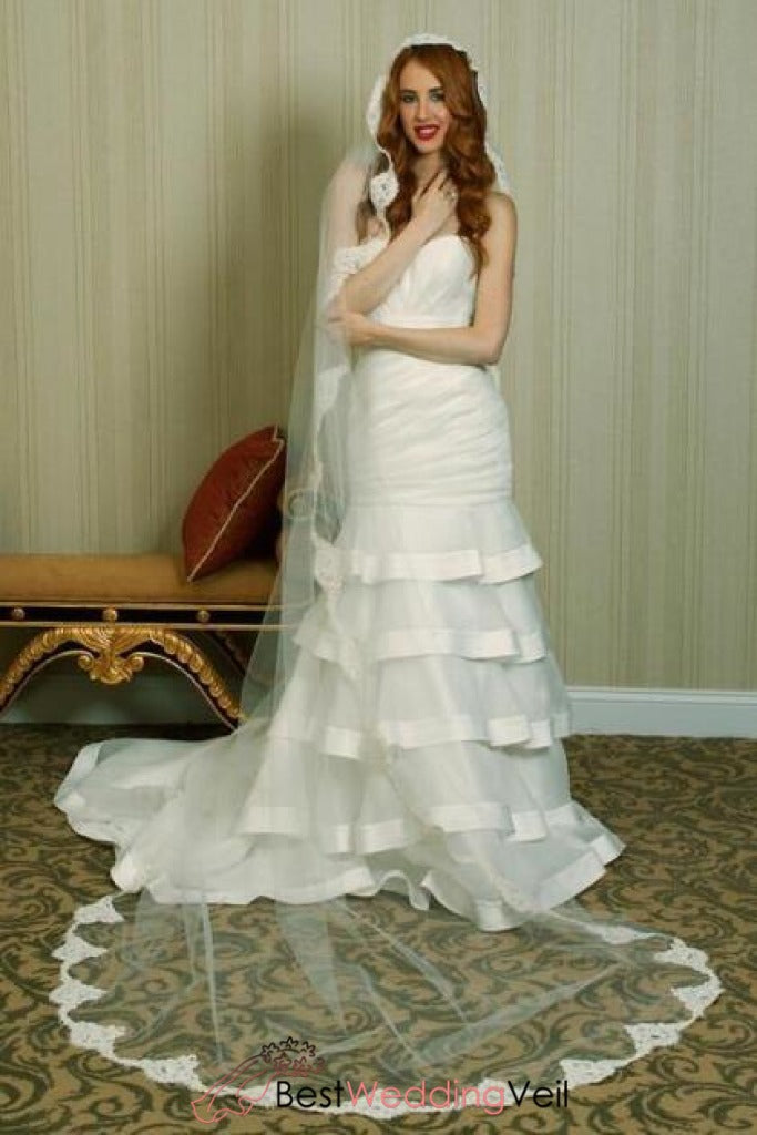 long-vintage-style-bridal-veil-with-french-alencon-lace-trim