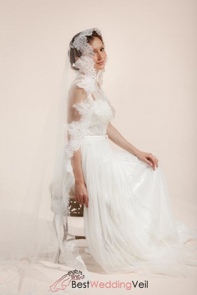 mantilla-bridal-veil-with-wide-french-lace-trim