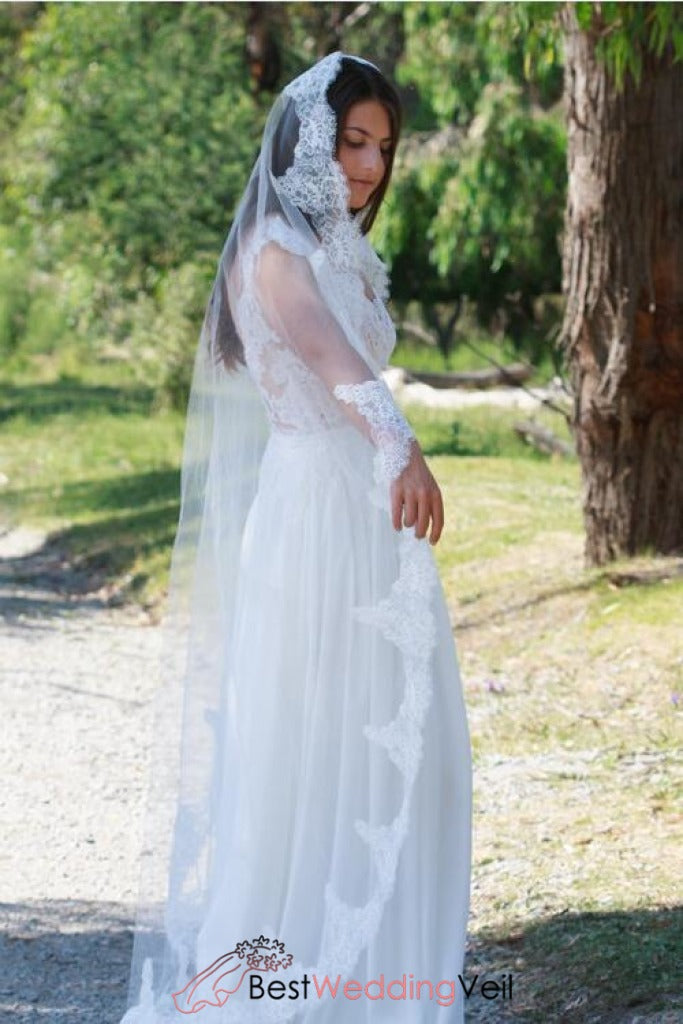 mantilla-traditional-floor-length-white-wedding-veil-with-lace-edge