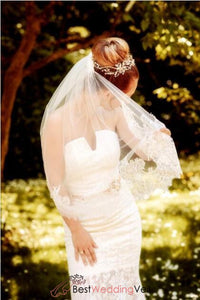one-tier-bridal-veil-elbow-length-chantilly-lace-edged