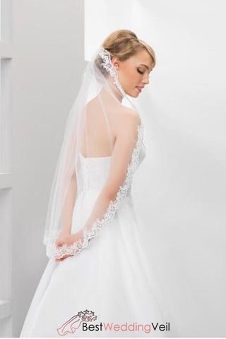one-tier-tulle-white-bridal-veil-lace-applique-edge