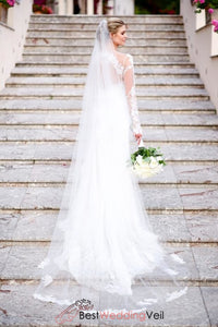 pretty-lace-over-tulle-ivory-long-wedding-veil-with-comb