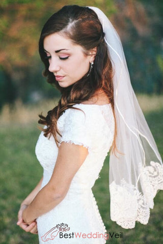 ribbon-and-lace-edged-short-bride-wedding-veils-with-comb