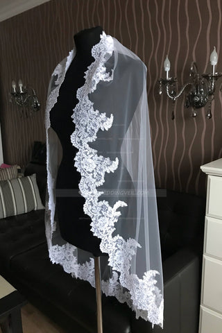 scalloped-lace-appliqued-fingertip-wedding-veils-online