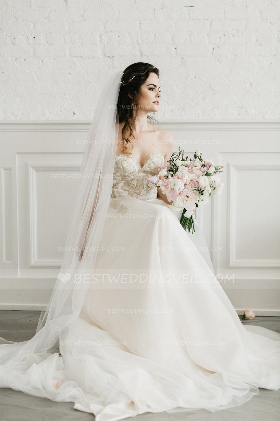simple-tulle-ivory-long-veil-wedding-with-comb