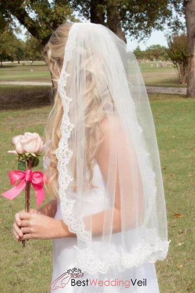 single-tier-tulle-short-ivory-bridal-veil-with-appliqued-edge