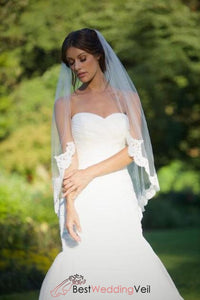 single-tier-tulle-wedding-veils-fingertip-length-lace-applique-edge