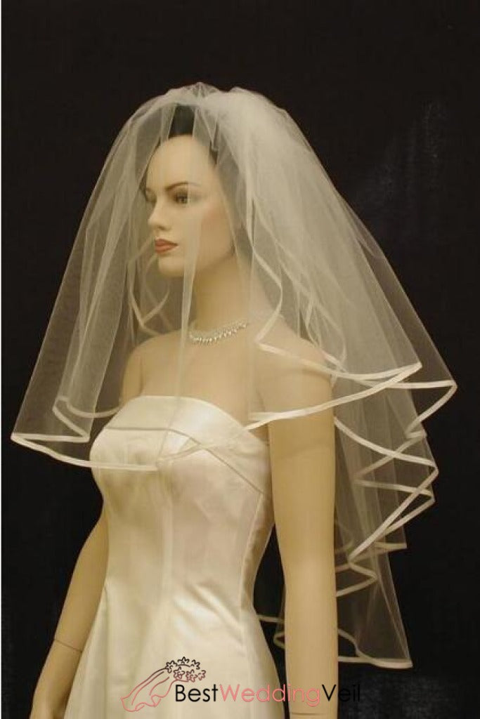 three-tiers-classic-wedding-veil-with-1-4-satin-ribbon-edge