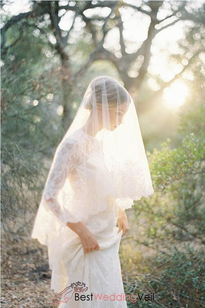 traditional-scallop-lace-bridal-veil-fingertip-length