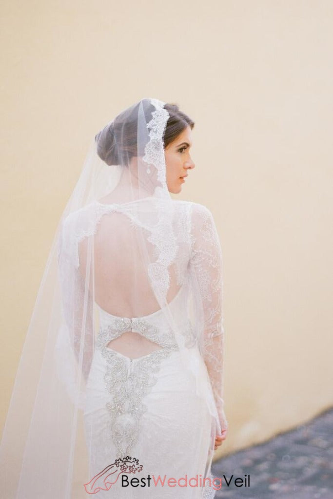 trimmed-all-around-alencon-lace-long-veil-for-wedding