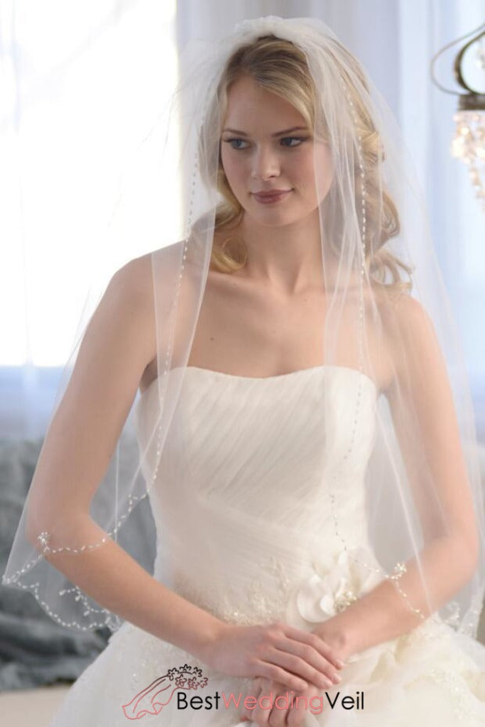 vintage-beaded-wedding-veil-with-comb-scalloped-edge