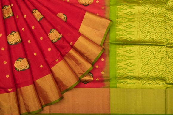 Trisha's Entrancing Red & Green Colored Handloom Saree