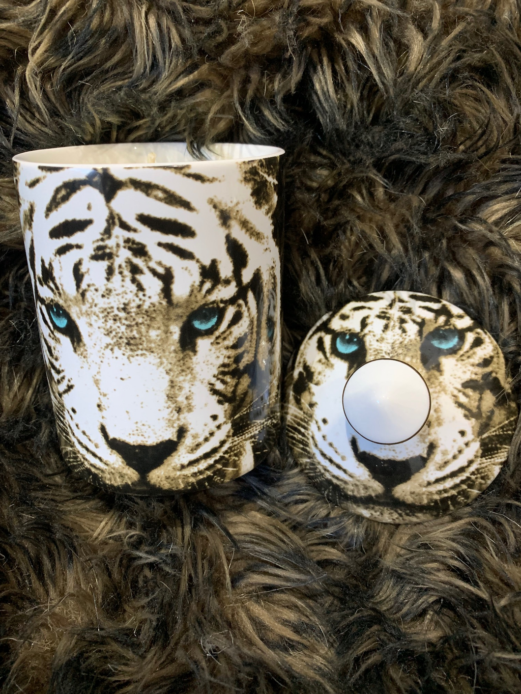 Tiger - candle with ceramic jar and knob lid (no box)