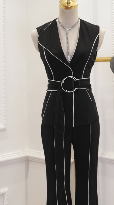 CHIC NYC V Vest Top + Horn Long Suit With Belt