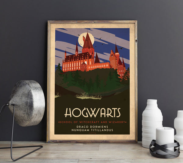 Art deco - Hogwarts - World collection Personliga posters, art prints Pansarhierta