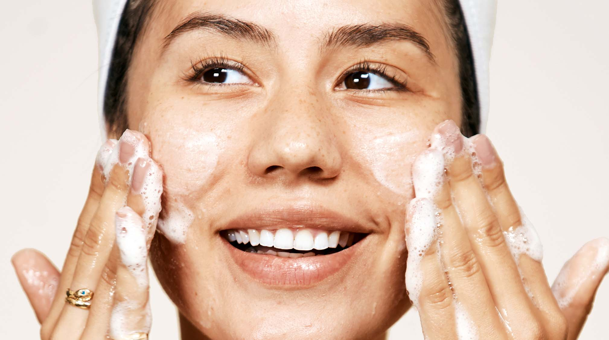 Cleansing 101: The Right Way to Wash Your Face, According to Dermatologists