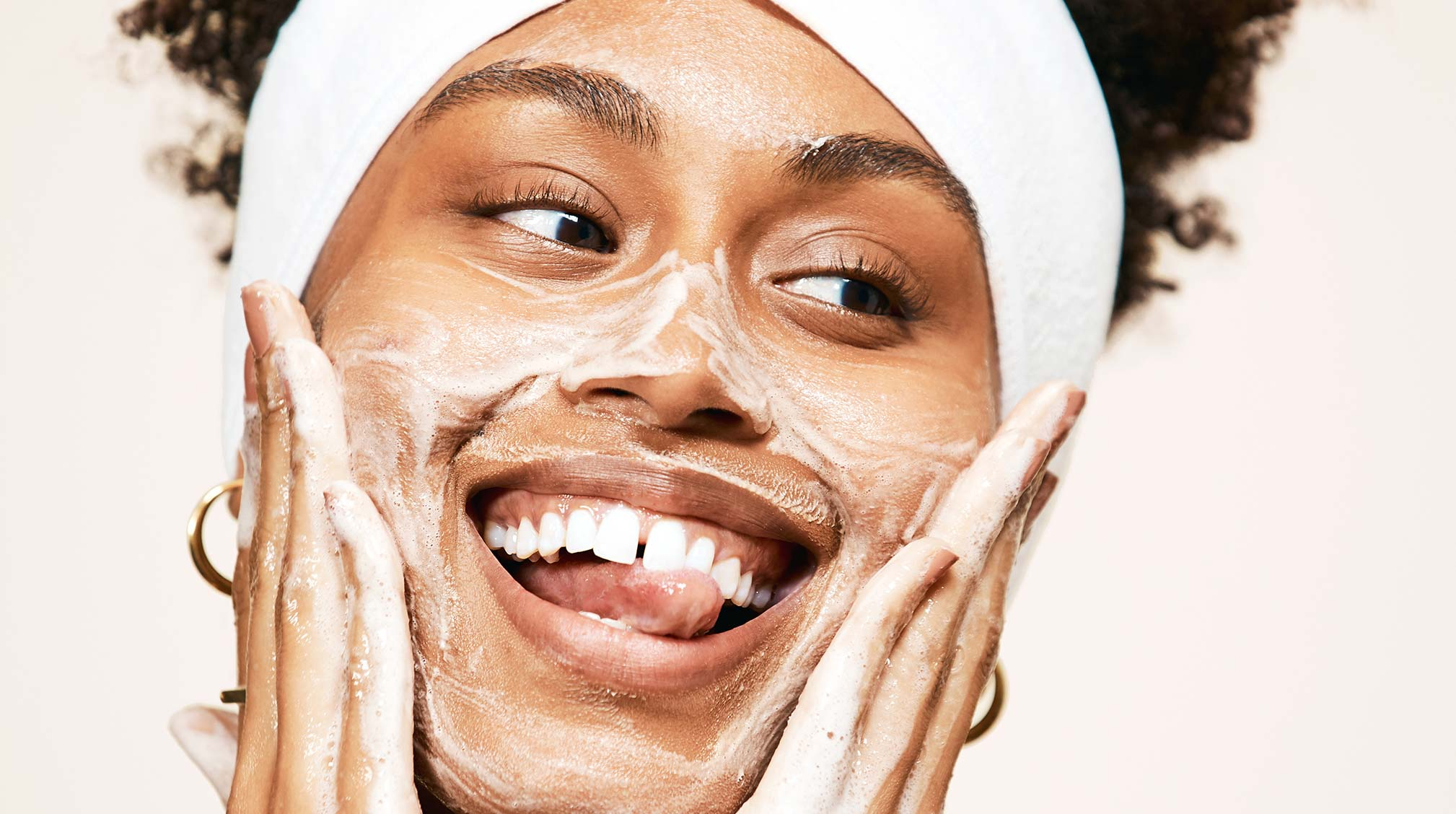 Why the Exfoliating Jelly Cleanser Is Perfect for Oily Acne Prone Skin