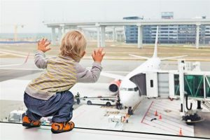 Maintaining healthy sleep habits while travelling with your baby or toddler.