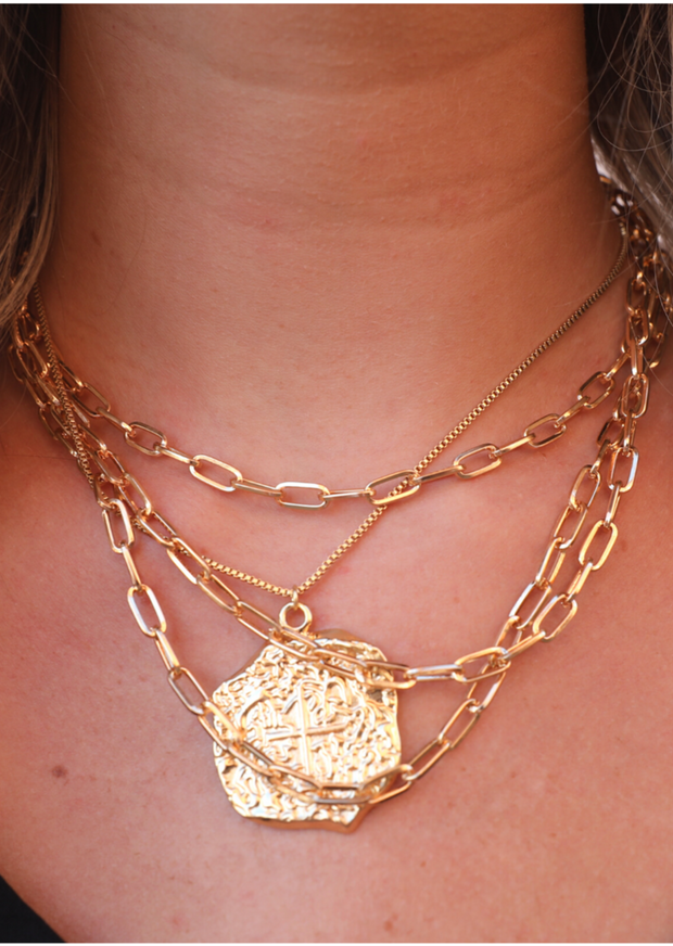 GOLD PENDANT NECKLACE